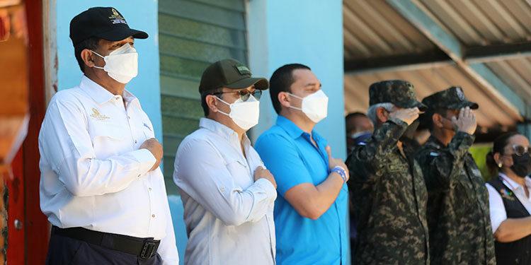 El Presidente Juan Orlando Hernández le rindió tributo al General Francisco Morazán, en la isla Conejo, en el departamento de Valle.