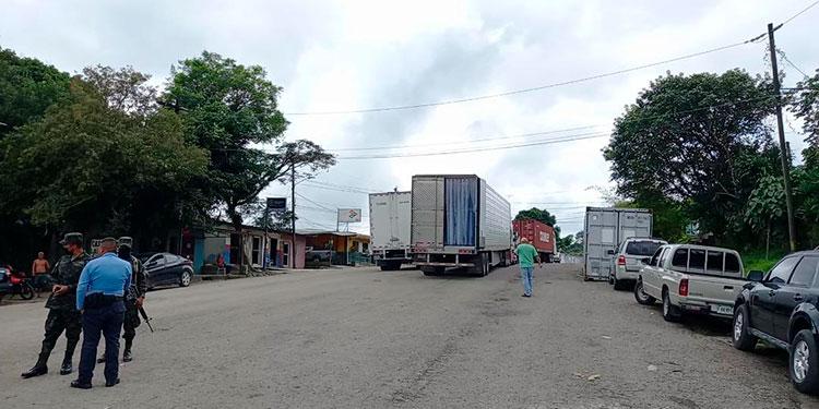 En la aduana Las Manos hubo alerta por el derrame del producto agroquímico.