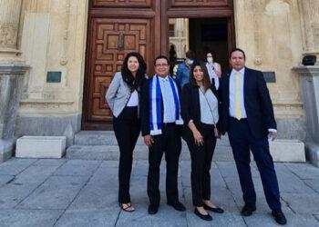 Los ejecutivos de Confianza SA-FGR, los hondureños Francisco Fortín, Virginia Montes, César Álvarez y María Moreno, en la Universidad de Alcalá, España.