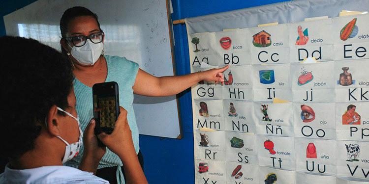 """Los docentes hondureños se las han ingeniado para mantener """"vivo"""" el sistema educativo, a pesar de la pandemia del COVID-19."""