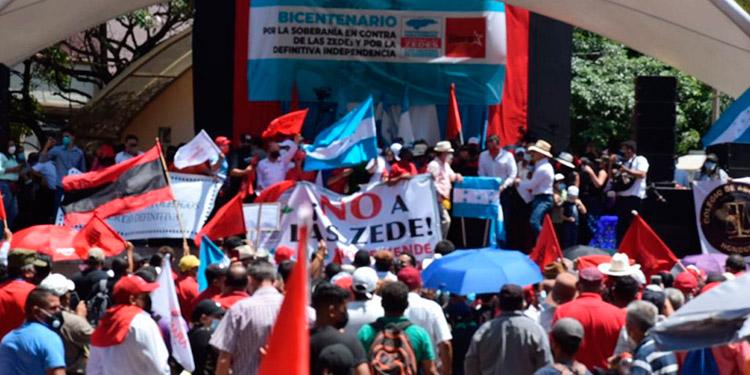 La movilización contra la instalación de las ZEDE en Honduras se desarrolló en el bulevar Morazán hacia el centro de Tegucigalpa.