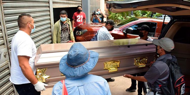 El cuerpo del empleado municipal ayer mismo fue reclamado en la morgue capitalina por sus parientes.