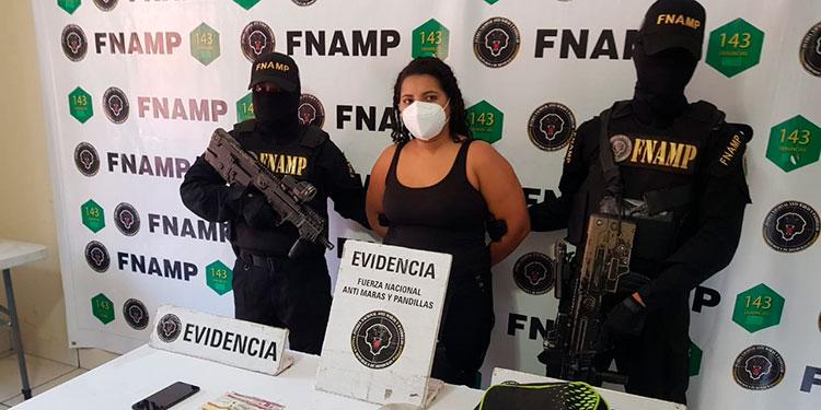 """En la colonia San José de la Peña, de Comayagüela, capturaron a Estephany Alejandra Flores Mercado, apodada """"La Good""""."""