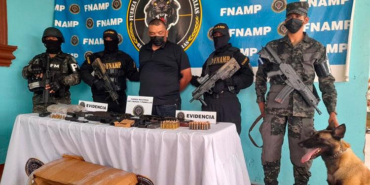 """En La Ceiba, Atlántida, capturaron al sujeto conocido en el mundo criminal como """"El Oso"""", miembro de la banda """"Los Pelones""""."""