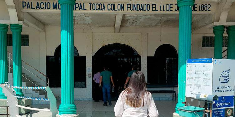 La Fiscalía decomisó documentación en alcaldía de Tocoa, Colón, por la presunta falsedad de un acta de cabildo abierto en la que otorgó una licencia a una empresa minera.