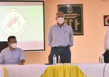 También el candidato presidencial del Partido Nacional dijo que su compromiso es la eficiencia.