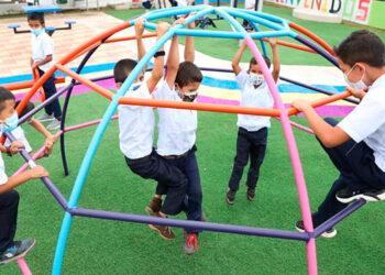 El espacio recreativo fue estrenado por niños copanecos que disfrutaron del área de juegos.