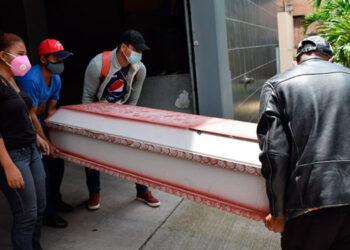 Los cadáveres de ambos jóvenes fueron retirados hoy de la morgue y hoy estarían siendo sepultados.