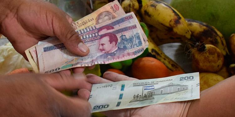 """Los prestamistas """"Colombianos"""" no piden avales ni garantías, cobran hasta un 30 por ciento de intereses diarios a sus clientes, de lo contrario, les aplican plomo."""