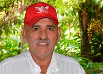 El maestro de educación primaria, Luis Alcides Fernández, ha dado un ejemplo de vocación, al devolverles a sus alumnos el derecho a la educación.