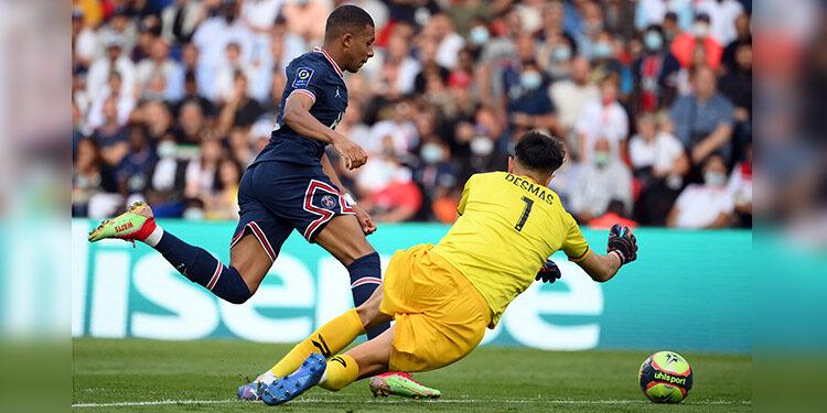 Kylian Mbappé, una vez más contribuyó para el triunfo del PSG.