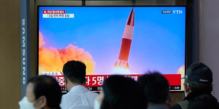 Corea del Norte probó con éxito un nuevo misil antiaéreo, anunció la prensa estatal, en el último capítulo de una sucesión de ensayos militares del país comunista que pusieron en alerta a la comunidad internacional. (LASSERFOTO AP)