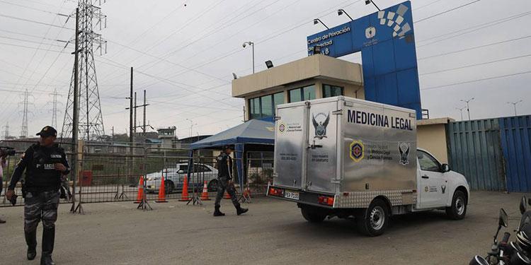 Un amotinamiento carcelario dejó 24 reos fallecidos y 48 heridos en la penitenciaría de Guayaquil, el centro de rehabilitación más grande del litoral ecuatoriano.
