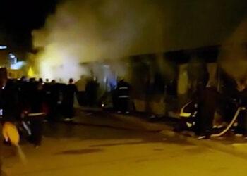 Por lo menos 10 personas han fallecido y muchas más han resultado heridas en Macedonia del Norte por un incendio que estalló en un hospital. (LASSERFOTO AP)