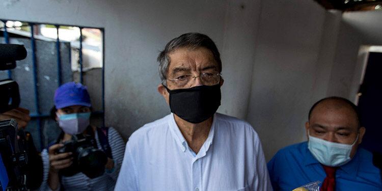 """La Fiscalía acusó y pidió detener al escritor nicaragüense Sergio Ramírez, excolaborador del presidente Daniel Ortega, por actos que """"incitan al odio"""" y por """"conspirar"""" contra la soberanía, en el contexto de juicios abiertos a opositores. (LASSERFOTO EFE)"""
