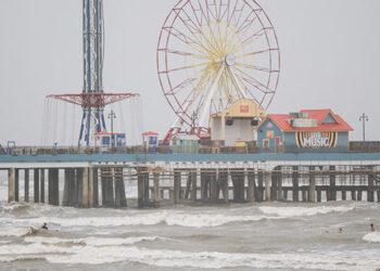 La tormenta tropical Nicholas, que se dirige hacia Texas, podría fortalecerse hasta convertirse en huracán, advirtió el Centro Nacional de Huracanes. (LASSERFOTO AFP)