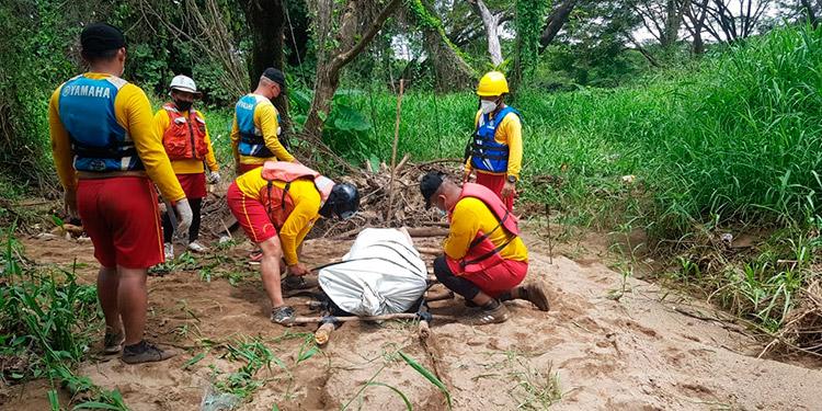 El cadáver de Alfonso Larios fue recuperado por los bomberos, en el sector de Los Tres Ganchos.