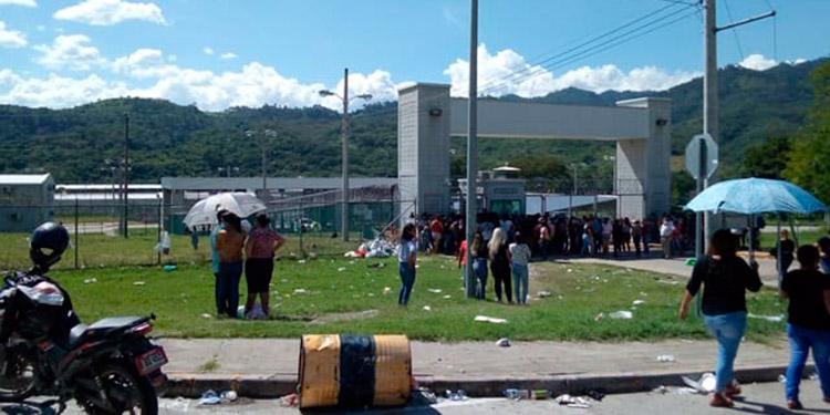 Extraoficialmente y según familiares de privados de libertad tres reclusos resultaron muertos.