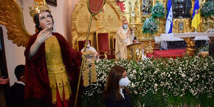 La misa en la Catedral Metropolitana se realizó en horas de la mañana con dirigida por el cardenal, Óscar Andrés Rodríguez.