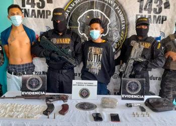 Carlos Daniel Figueroa Bardales y Jesús Emmanuel González Romero fueron capturados en la colonia El Búfalo de La Ceiba.