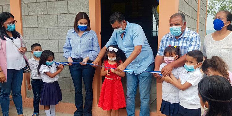 Se invirtieron 299 mil 991 lempiras de fondos municipales en la construcción del nuevo módulo en la escuela Lempira, del barrio Las Colinas de Siguatepeque.