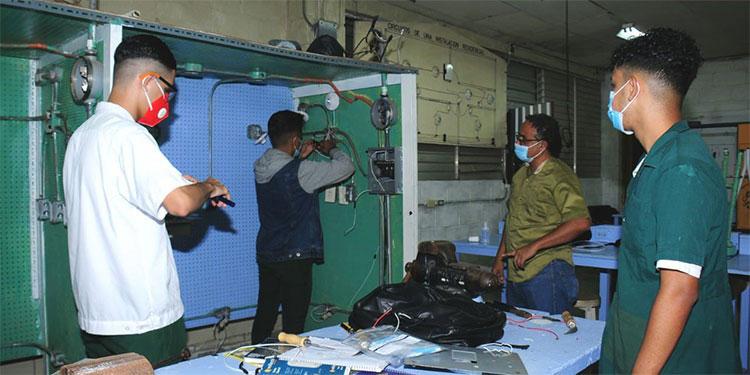Muchos estudiantes de institutos técnicos no han podido recibir sus clases prácticas, en talleres, ya que aún no participan en el retorno a clases.