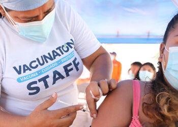 Personal sanitario llamó a la población que no se ha inoculado y a quienes faltan de completar su ciclo, abocarse a los diferentes centros de inmunización.