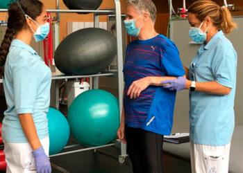 Teletón abre nuevo servicio de terapias física, piscología y ocupacional de atención para pacientes post-covid.
