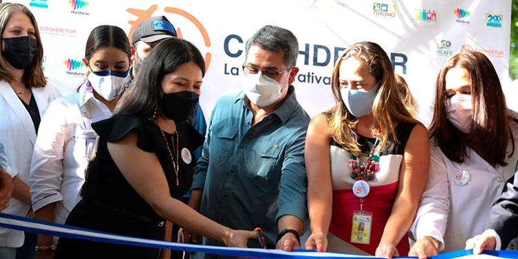 La Coohdetur fue inaugurada por el Presidente Juan Orlando Hernández y miembros de la Canaturh.
