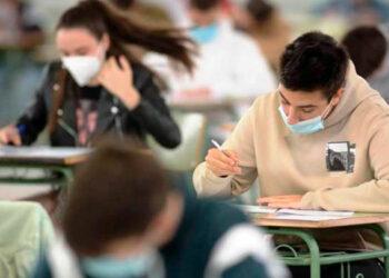 97 centros educativos públicos están en clases semipresenciales.
