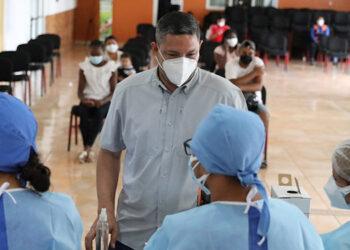 El titular de Copeco, Max González, destacó que las vacunas están de forma gratuita a nivel nacional y no hay excusa para no inocularse.