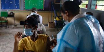 Decenas de jóvenes se vacunaron en los departamentos del occidente de Honduras.