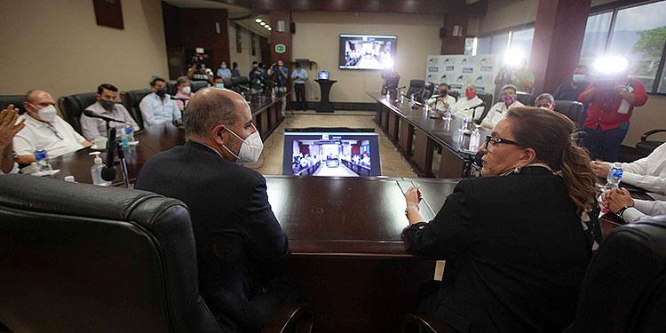 Xiomara Castro también aprovechó para señalar las amenazas que existen sobre el proceso electoral.