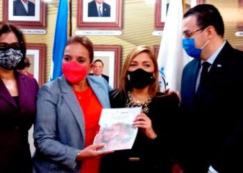 Castro dijo: Estamos cien por ciento convencidas de que la radicalización de nuestra ideología y la justicia de género.