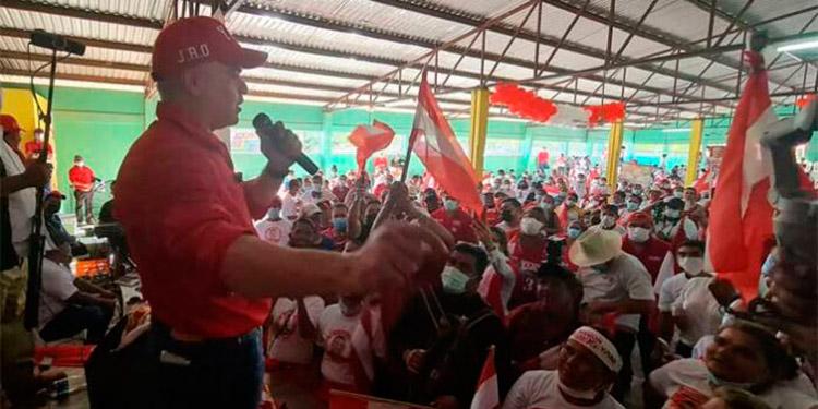 El candidato liberal, Yani Rosenthal, prometió reactivar el Banco Nacional de Desarrollo Agrícola (Banadesa), para ofrecer créditos blandos a largo plazo a todos los productores.