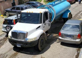 En varios sectores de la colonia Cerro Grande y sectores aledaños los vecinos denuncian que tienen más de una semana sin recibir el suministro de agua potable.