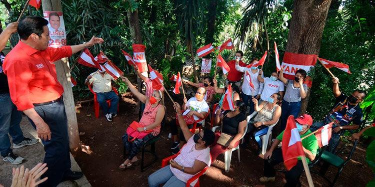Eliseo Castro recibió todo el apoyo de los barrios y colonias para convertirlo en diputado al Congreso Nacional.