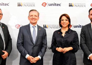 Daniel Montenegro, vicepresidente de Asuntos Estudiantiles de Unitec; Fredy Nasser, presidente de la Fundación Nasser; Rosalpina Rodríguez, presidente ejecutiva de Unitec y Miguel Nasser, vicepresidente de Fundación Nasser.