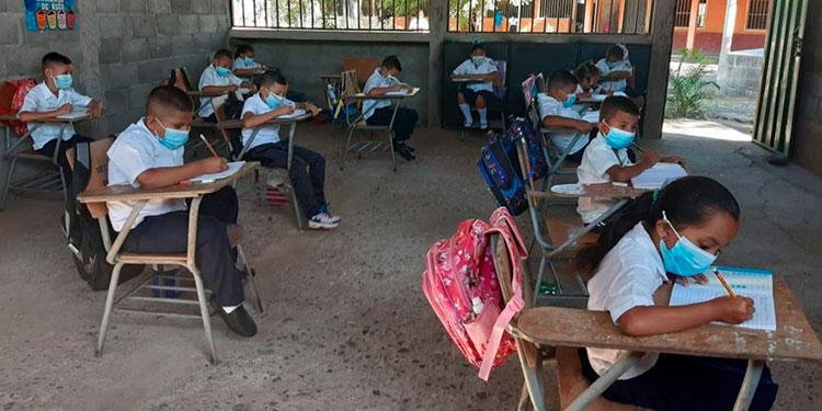En 10 mil centros educativos hay semipresencialidad.