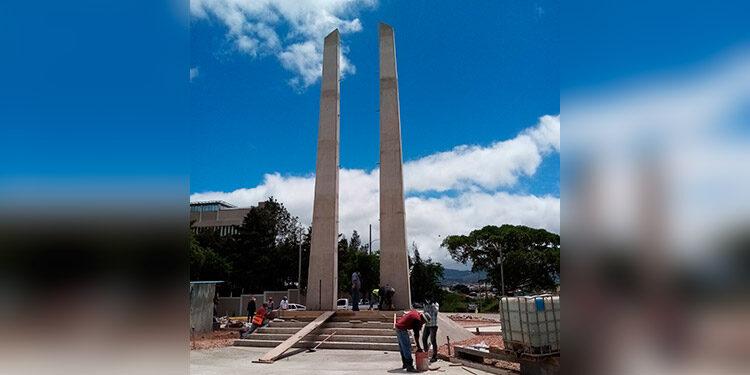 El monumento se levanta en las inmediaciones de la Cancillería y la CSJ.