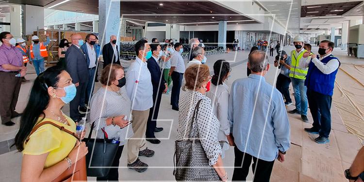El director de la División de Aeropuertos del Grupo Emco-Múnich, Peter Fleming, expuso a los embajadores detalles sobre el nuevo Aeropuerto Internacional de Palmerola.