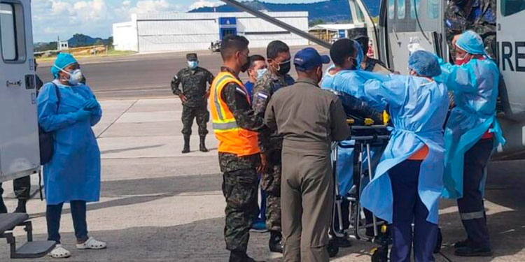Dos de las tres personas que fueron trasladas al HE, desde Guanaja han recibido su alta médica, mientras el tercero tiene condiciones favorables de salud.