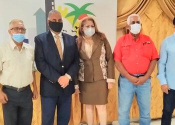Cinco de los candidatos a la alcaldía de Tela, en su comparecencia en el foro político.