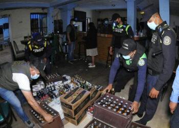 Empresarios y empleados del rubro de los bares y otros negocios nocturnos solicitan que se les permita trabajar por más horas.