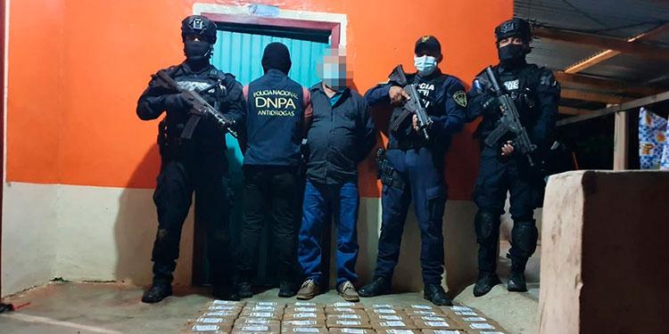 El detenido ayer mismo fue puesto a disposición de las autoridades competentes junto a la cocaína para el procedimiento legal correspondiente.