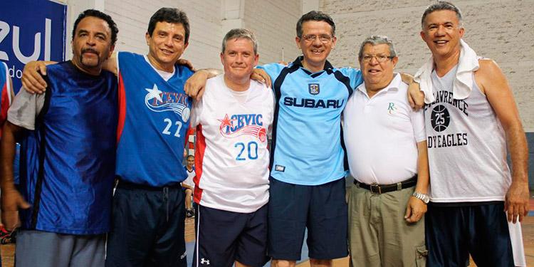"""El recordado """"Chino"""" López (segundo derecha a izquierda) en uno de los aniversarios del Icevic."""