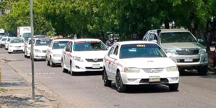 Los transportistas amenazan con irse al paro del servicio a nivel nacional.