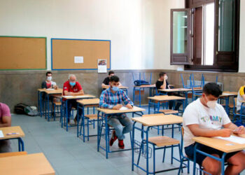 800 mil estudiantes reciben clases semipresenciales a nivel nacional, según Educación.