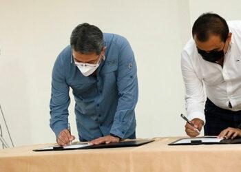El Presidente Juan Orlando Hernández firmó el Acuerdo Nacional junto al presidente de la CHC, José Francisco Ordóñez.
