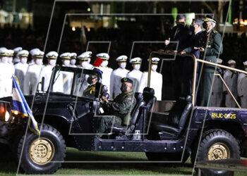 El Presidente Juan Orlando Hernández pasó revista a las tropas junto al ministro de Defensa, general (r) Fredy Díaz y el jefe del Estado Mayor de las FF. AA., general Tito Livio Moreno.